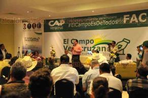 Xalapa, Ver., 18 de junio de 2018.- El candidato a la Gubernatura de la coalici�n Por un Veracruz Mejor, Jos� Francisco Yunes Zorrilla, acudi� al foro �El Campo Veracruzano� para dialogar.