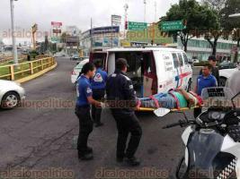 Xalapa, Ver., 20 de junio de 2018.- Un hombre de aproximadamente 45 a�os de edad, result� lesionado despu�s de ser atropellado sobre la avenida L�zaro C�rdenas, a la altura del distribuidor vial Araucarias, fue trasladado al Hospital Civil para su debida atenci�n m�dica.