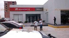 Boca del R�o, Ver., 20 de junio de 2018.- Sujetos armados asaltaron a cuentahabiente que hab�a retirado fuerte cantidad de dinero de sucursal Banorte, junto a Plaza Mocambo. Polic�as no dieron con los ladrones.