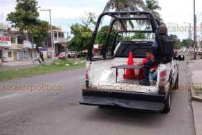 Veracruz, Ver., 20 de junio de 2018.- Polic�as navales detuvieron a un joven que habr�a asaltado este mi�rcoles la tienda Oxxo de la avenida Cuauht�moc, donde se apoder� de efectivo.