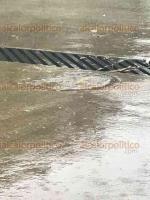 Xalapa, Ver., 20 de junio de 2018.- Con la lluvia la tarde de este mi�rcoles, de nueva cuenta brotaron aguas negras en patios de viviendas de la colonia Cerro Colorado. Las autoridades municipales y la CMAS Xalapa han sido omisas ante esta problem�tica permanente.