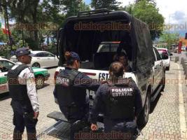 Xalapa, Ver., 21 de junio de 2018.- Hombre fue detenido por elementos de la SSP en bajos del edificio Nachita, al parecer molestaba a una persona de la tercera edad; fue trasladado en patrulla al Cuartel San Jos�.