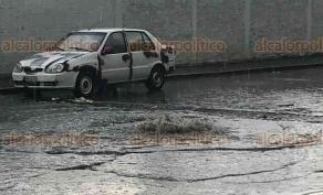 Xalapa, Ver., 21 de junio de 2018.- Aguas negras se regresan por las alcantarillas de la colonia Cerro Colorado, a pesar de que el problema se report� desde hace una semana, CMAS no ha acudido a hacer su labor.