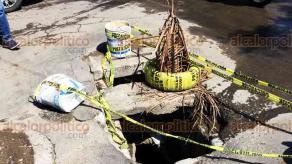 Veracruz, Ver., 22 de junio de 2018.- De noche es complicado para los veh�culos pasar por las avenidas Veracruz y �rsulo Galv�n, en el Infonavit Las Brisas y la Reserva Tarimoya 2, pues es casi imposible esquivar los hoyancos en esta zona de la ciudad.