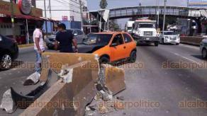 Xalapa, Ver., 14 de julio de 2018.- Un veh�culo particular que se qued� sin frenos mientras circulaba sobre L�zaro C�rdenas, con direcci�n a Banderilla, choc� contra el muro de seguridad frente al hotel Leo; no se reportan lesionados.