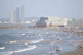 Boca del R�o, Ver., 15 de julio de 2018.- Ba�istas acuden a las playas para disfrutar del periodo vacacional de verano.