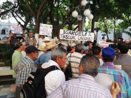 Veracruz, Ver., 18 de julio de 2018.- Trabajadores disidentes de TAMSA se manifestaron en el Z�calo de la ciudad, para exigir el pago de un seguro que les adeudan desde 1991, son cerca de mil 800 afectados y el monto asciende a 845 mdp.