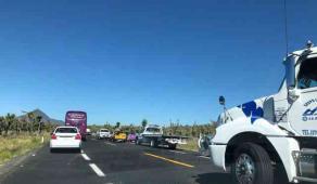Las Vigas, Ver., 18 de julio de 2018.- La ma�ana de este mi�rcoles un tr�iler volc� en la autopista Xalapa-Perote, con direcci�n a Puebla.