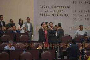 Xalapa, Ver., 18 de julio de 2018.- Durante la sesi�n del Congreso del Estado, los diputados Cinthya Lobato Calder�n y Sebasti�n Reyes Arellano, presentaron su renuncia a la bancada panista, mediante un oficio. Reyes Arellano termin� por retractarse.