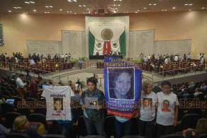 Xalapa, Ver., 19 de julio de 2018.- Colectivos en b�squeda de personas desaparecidas asistieron al Pleno del Congreso del Estado, en protesta porque no se incluy� en la orden del d�a la Ley de Desaparici�n Forzada.