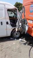 Veracruz, Ver., 19 de julio de 2018.- Una mujer prensada fue el saldo de un choque entre una unidad tipo van y un autob�s del servicio urbano sobre la avenida Rafael Cuervo al norte de la ciudad.