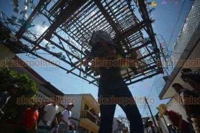 Xico, Ver., 20 de julio de 2018.- Cientos de personas participaron este viernes en el recorrido de �toritos� y la subida del arco floral en honor a Santa Mar�a Magdalena.