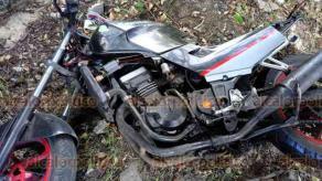 Coatepec, Ver., 21 de julio de 2018.- Derrapa motociclista sobre la carretera Xalapa-Coatepec, a la altura del R�o Sordo, y termin� fuera del camino; fue atendido por param�dicos de la Cruz Roja.