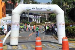 Xalapa, Ver., 22 de julio de 2018. Iniciaron las actividades de la V�a Recreativa espacio para actividades como ciclismo, baile de zumba, juegos de ajedrez entre otros. Algunas personas asistieron con su familia.