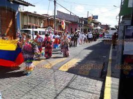 Teocelo, Ver., 22 de julio de 2018.- Por m�s de cinco horas, cientos de personas que asistieron a la explanada del parque Revoluci�n, la tarde-noche de este s�bado, disfrutaron las diferentes danzas que mostraron la cultura de Colombia y M�xico.