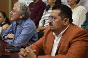 Xalapa, Ver., 13 de agosto de 2018.- A mitad de su habitual conferencia de prensa, grupos de colonos de la organización Renovación Veracruzana irrumpieron y protestaron ante el alcalde Hipólito Rodríguez Herrero.