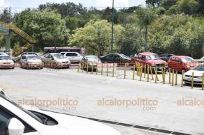 Xalapa, Ver., 13 de agosto de 2018.- Locatarios, empleados y empacadores voluntarios de la Plaza Ánimas reportan una baja económica de entre el 50% y 80% a partir de la clausura del estacionamiento lateral.