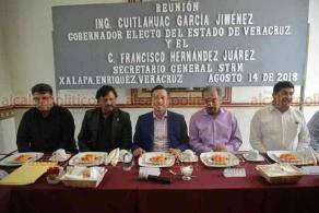 Xalapa, Ver., 14 de agosto de 2018.- Se reúne el gobernador electo, Cuitláhuac García, con integrantes del Sindicato de Telefonistas de la República Mexicana.