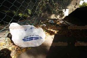 Veracruz, Ver., 13 de agosto de 2018.- En basurero, cantina y refugio de maleantes y drogadictos se han convertido la laguna El Encanto y la unidad deportiva El Coyol, ante el abandono del Ayuntamiento.