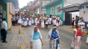 Papantla, Ver., 15 de agosto de 2018.- Con procesión acompañada por danzantes, voladores, guaguas y negritos, papantecos también celebraron a la Virgen de la Asunción