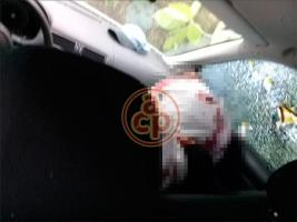 Omealca, Ver., 15 de agosto de 2018.- La tarde-noche de este miércoles dos sujetos fueron abatidos tras enfrentarse con elementos de la Policía Estatal en la carretera estatal Omealca-Tezonapa. Murieron dentro de su vehículo tras ser alcanzados por las balas.
