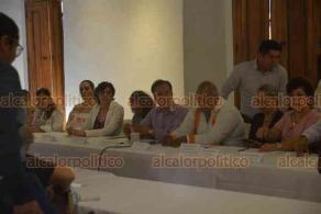 Xalapa, Ver., 16 de agosto de 2018.- Se reúne Cuitláhuac García con colectivos de desaparecidos, en el Centro Recreativo Xalapeño.