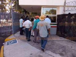 Xalapa, Ver., 16 de agosto de 2018.- Integrantes de AC de Martínez de la Torre, San Rafael y Nautla se manifestaron en SEDESOL federal; exigen pronta entrega de apoyos de empleo temporal.