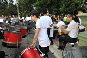 Xalapa, Ver., 16 de agosto de 2018.- En el mirador del Parque Juárez, la Academia de Percusiones del Instituto Superior de Música del Estado de Veracruz y la agrupación