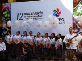 Coatepec, Ver., 17 de agosto de 2018.- Este viernes se llevó a cabo la develación de la escultura alusiva al 12 aniversario de Coatepec como pueblo mágico.