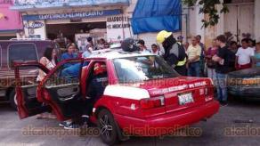 Veracruz, Ver., 18 de agosto de 2018.- Este sábado se registró un fuerte accidente al impactar una camioneta contra un taxi sobre las avenidas 1° de Mayo y Mariano Escobedo, en la colonia Flores Magón.