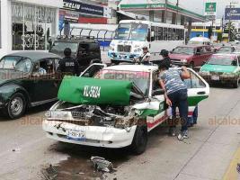 Xalapa, Ver., 19 de agosto de 2018.- Choque múltiple sobre la avenida Lázaro Cárdenas, a la altura de La Corona, con dirección a Veracruz.