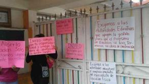 """Cosautlán, Ver., 20 de agosto de 2018.- Por construcción inconclusa, jardín de niños """"Esperanza Serrano"""" no inició clases este lunes; padres de familia exigen que se termine la obra, pues estaba prometida para el 15 de agosto."""