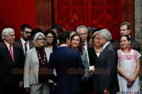 Ciudad de México, 20 de agosto de 2018.- Los presidentes, electo y actual, Andrés Manuel López Obrador y Enrique Peña Nieto, se reunieron en Palacio Nacional acompañados de sus respectivos gabinetes para abordar la transición gubernamental.