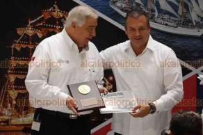 Veracruz, Ver., 18 de septiembre de 2018.- La Secretaría de Marina entregó reconocimientos a empresarios y funcionarios que participaron en la realización del Festival Velas 2018.