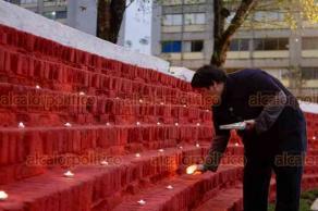 Ciudad de México, 19 de septiembre de 2018.- Vecinos del multifamiliar Tlatelolco recordaron a los 476 fallecidos en el edificio Nuevo León en el sismo de 1985, a 33 años de la tragedia. Con una misa y con una veladora por cada una de las víctimas rindieron un homenaje a sus familiares y amigos.