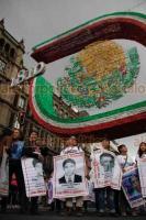 Ciudad de México, 19 de septiembre de 2018.- Cientos de damnificados del Multifamiliar Tlalpan, de las delegaciones Tláhuac, Benito Juárez, Xochimilco y otras, marcharon para exigir al gobierno de la CDMX y al Federal la entrega de recursos para la reconstrucción.