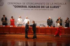 Veracruz, Ver., 20 de septiembre de 2018.- El gobernador Miguel Ángel Yunes Linares entregó la Medalla