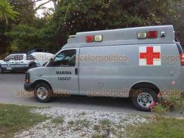Veracruz, Ver., 20 de septiembre de 2018.- En la colonia Centro, una ambulancia de la Marina impactó a un motopatrullero de la SSP y lo dejó con algunos golpes. Se movilizaron Cruz Roja, Policía Naval y Estatal.