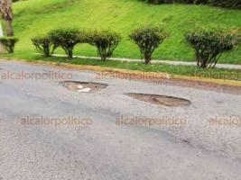 Xalapa, Ver., 23 de septiembre de 2018.- Autoridades han olvidado atender los baches en la avenida Rébsamen, que van desde Xalapa 2000 hasta la entrada al Tecnológico.