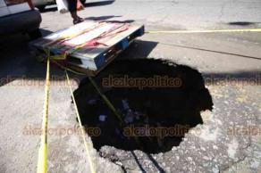 Veracruz, Ver., 24 de septiembre de 2018.- Las avenidas Veracruz y Matamoros, en la zona norte de la ciudad, se encuentran en pésimas condiciones; ambas están llenas de baches e incluso profundos hundimientos que exhiben tuberías subterráneas.