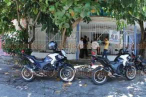 Veracruz, Ver., 24 de septiembre de 2018.- La tarde de este lunes, un hombre fue encontrado muerto dentro de un domicilio del fraccionamiento Reforma. Personal de Servicios Periciales se llevó el cadáver.