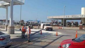 Veracruz, Ver., 15 de octubre de 2018.- El grupo especial antibombas y explosivos de la Marina entró a unas oficinas del recinto portuario luego de que se reportara una amenaza de bomba. Al final resultó que todo fue por una mochila y no había peligro.