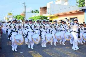 Alvarado, Ver., 15 de octubre de 2018.- Cadetes de la Escuela Naval y del Ejército Mexicano desfilaron por las principales calles de la cabecera.