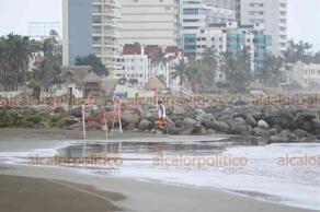 Boca del Río, Ver., 16 de octubre de 2018.- Las playas del municipio fueron cerradas a los bañistas para evitar percances ante la entrada de un nuevo frente frío, pues se incrementaron la marejada y el oleaje.