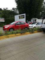 Coatepec, Ver., 17 de octubre de 2018.- Desde temprana hora de este miércoles, por la lluvia, se presentaron dos accidentes en la carretera Xalapa-Coatepec a la altura del río Sordo.