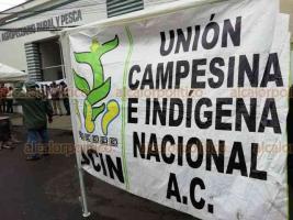 Xalapa, Ver., 17 de octubre de 2018.- Integrantes de la Unión Campesina Indígena Nacional montaron campamento afuera de las instalaciones de la Secretaría de Desarrollo Agropecuario Rural y Pesca para exigir el apoyo de proyectos productivos.