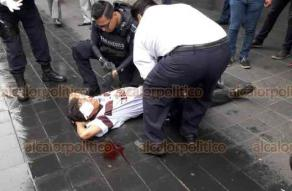 Xalapa, Ver., 17 de octubre de 2018.- La mañana de este miércoles el señor Juan Antonio Fernández García de aproximadamente 40 años de edad, se abrió la frente y parte de la ceja al resbalar cuando caminaba a la altura de Palacio Municipal y de conocido café.
