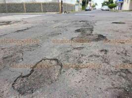 Veracruz, Ver., 18 de octubre de 2018.- La calle Valencia, desde la avenida Víctimas del 5 y 6 de julio hasta el bulevar Manuel Ávila Camacho, en la colonia Ignacio Zaragoza, se encuentra en pésimas condiciones.