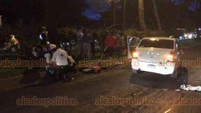 Xalapa, Ver., 18 de octubre de 2018.- La tarde-noche de este jueves, un motociclista se accidentó sobre la avenida Lázaro Cárdenas, a la altura de Plaza Ánimas, en el carril con dirección a Banderilla; fue trasladado a un hospital.