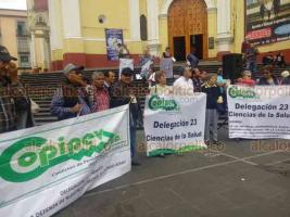 Xalapa, Ver., 19 de octubre de 2018.- En la plaza Lerdo, jubilados y pensionados se manifestaron para exigir, entre otros temas, que las autoridades atiendan las recomendaciones que la CNDH emitió por la agresión de la que fueron víctimas durante un desalojo en diciembre de 2016.